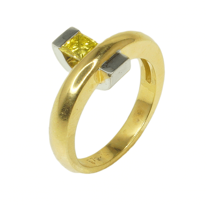 A classic ring with a diamond
