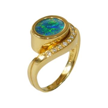 טבעת זהב אופאל ויהלומים מדגם Horus